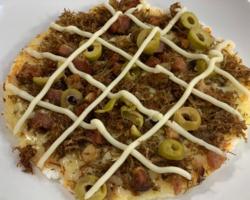 Pizza de Tapioca! Super prático de fazer. Anota aí