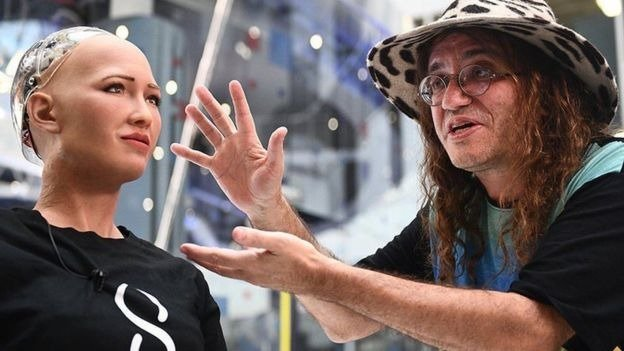 Ben Goertzel apresenta a robô Sophia