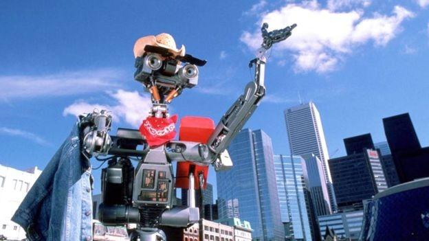 """Número 5, do filme """"O incrível robô"""", em cena"""