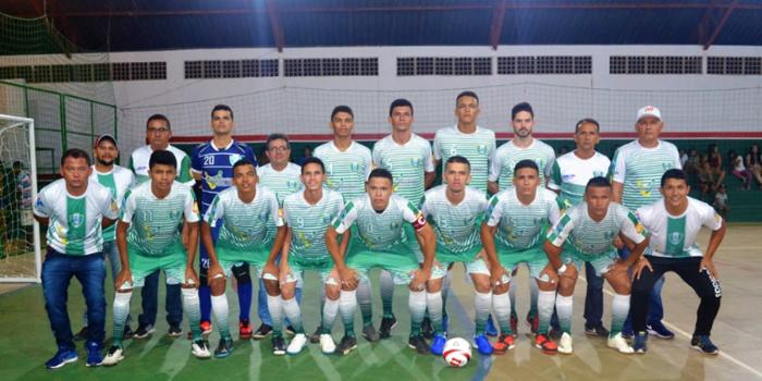 Prefeito Genival Bezerra prestigia a classificação da seleção municipal de futsal