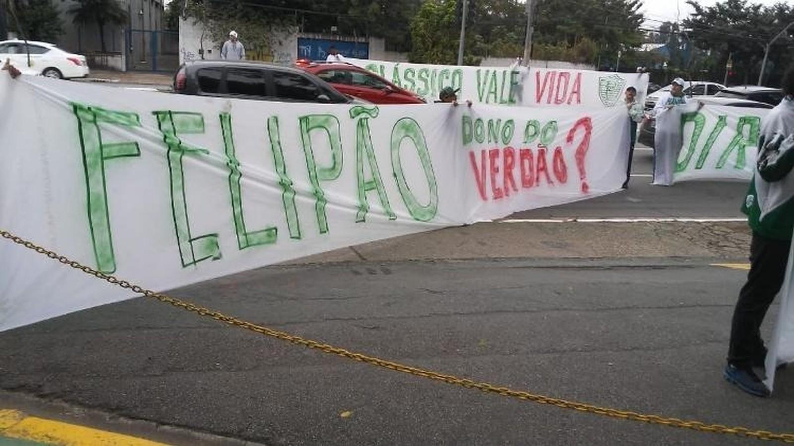Torcida do Palmeiras faz protesto em tom de ameaça antes de clássico - Imagem 2