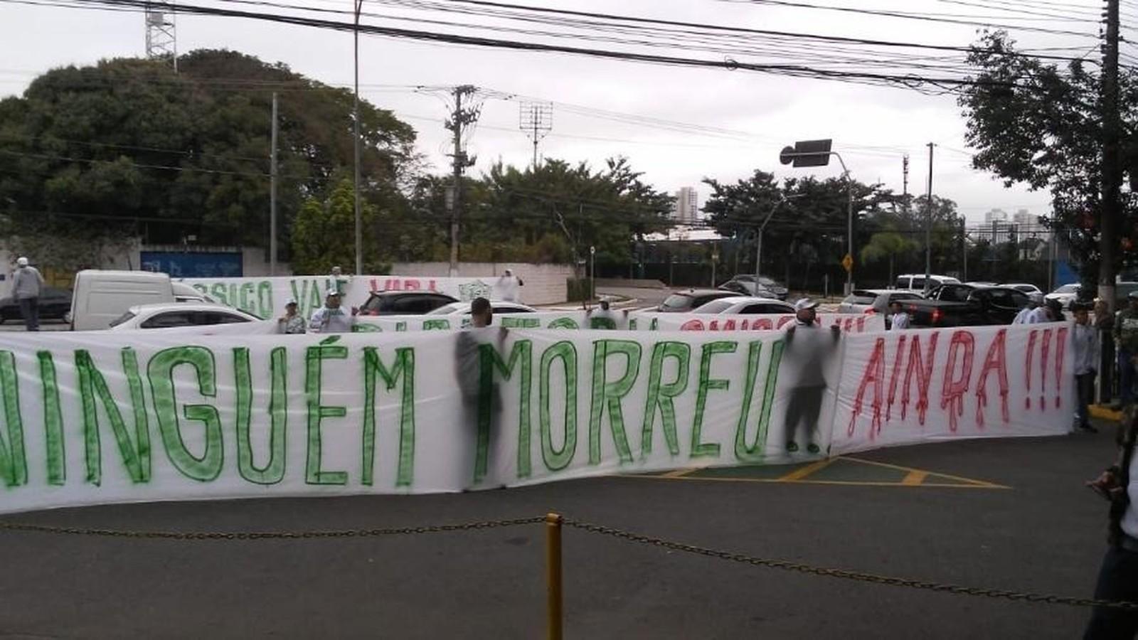 Torcida do Palmeiras faz protesto em tom de ameaça antes de clássico - Imagem 1