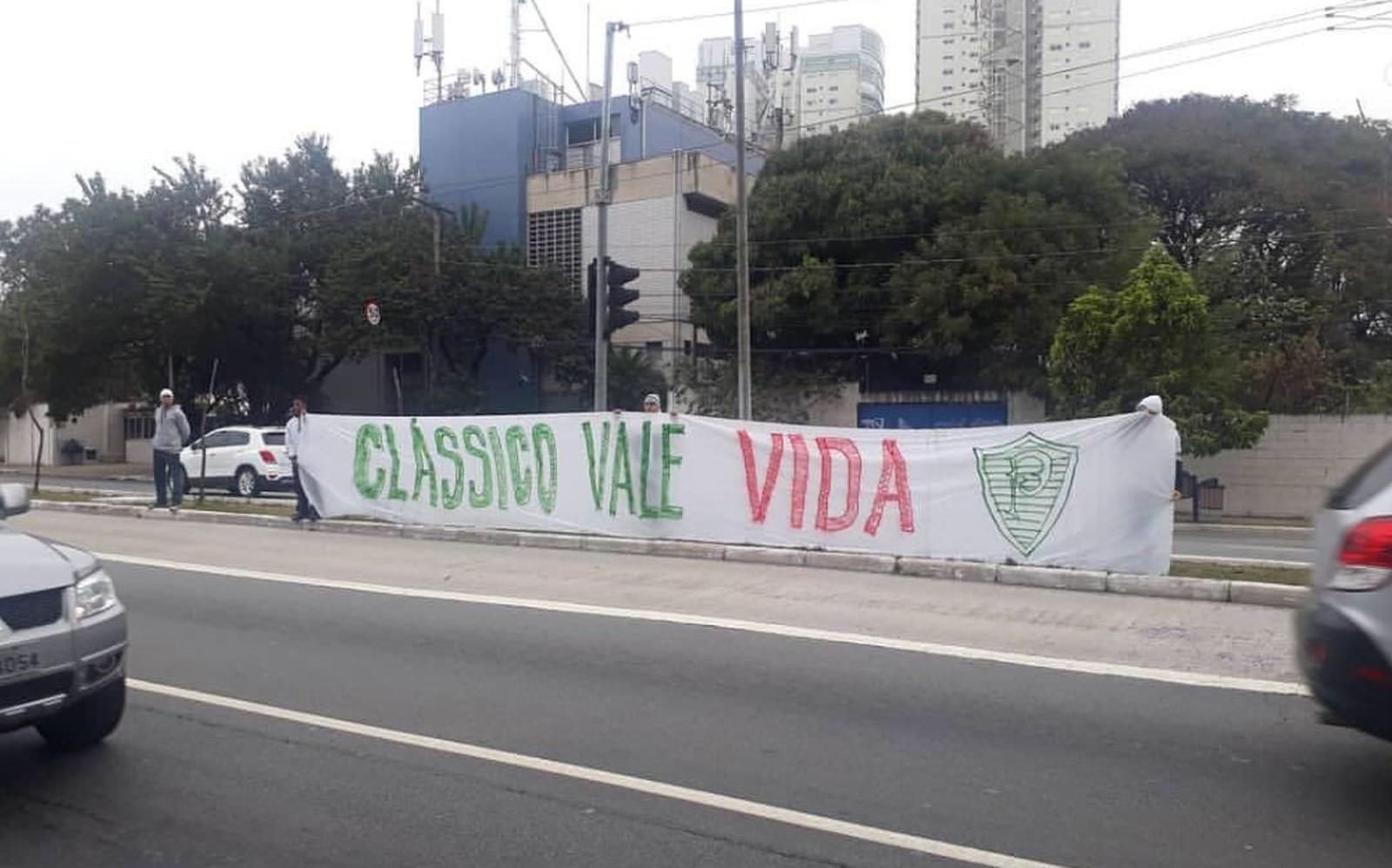 Torcida do Palmeiras faz protesto em tom de ameaça antes de clássico - Imagem 3