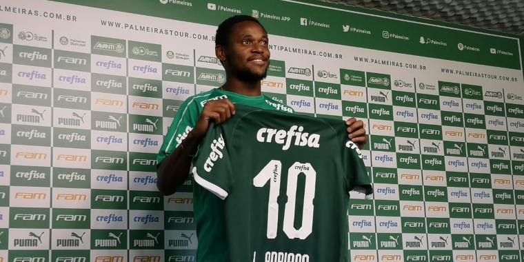 Palmeiras apresenta Luiz Adriano na Academia  de Futebol