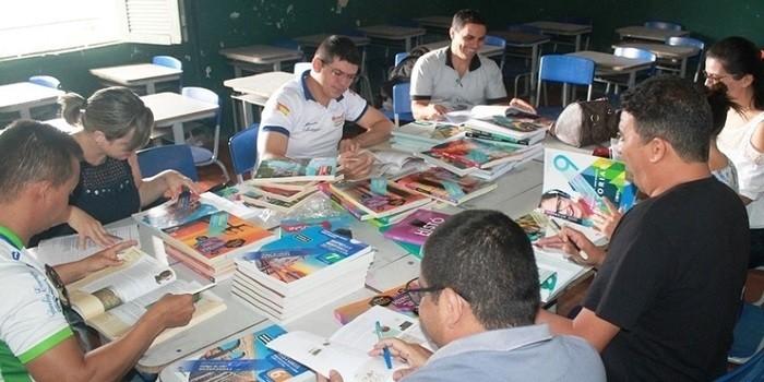 Reunião com profissionais da educação define livros didáticos para escolas de Pedro II