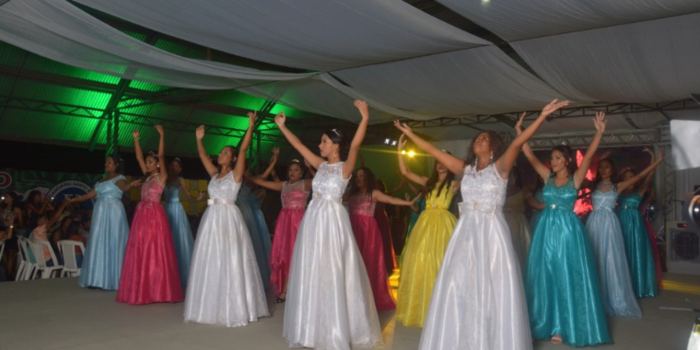 Prefeitura de Barras realiza tradicional Festa das Debutantes durante as comemorações do seu aniversário.