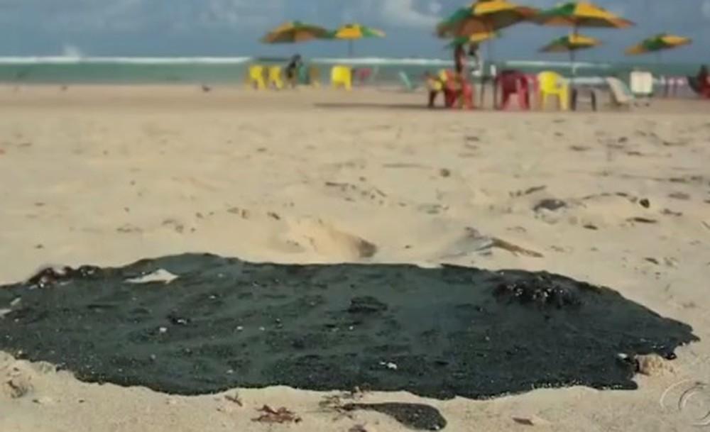 Manchas de óleo atingem 99 locais no litoral do NE e origem é petróleo - Imagem 3