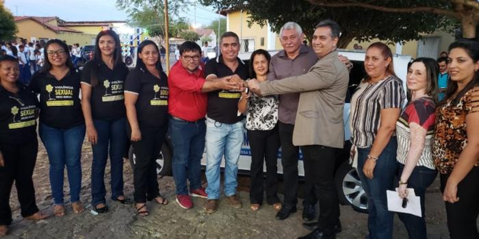 Prefeito Manoel Lázaro entrega veículo para o Conselho Tutelar