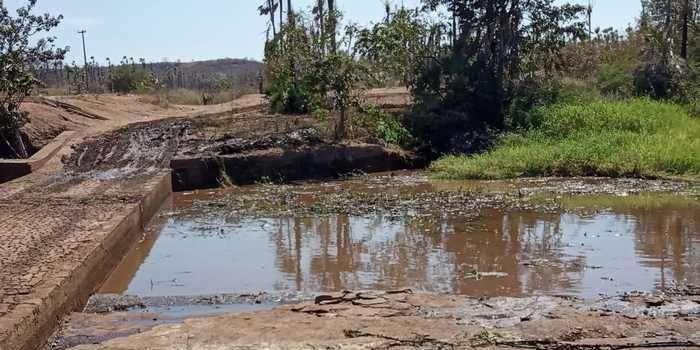 Espaço para banho no rio Canindé é limpo pela prefeitura