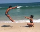 """Elana e Danrley se divertem em praia carioca: """"Ganhei uma irmãzinha"""""""