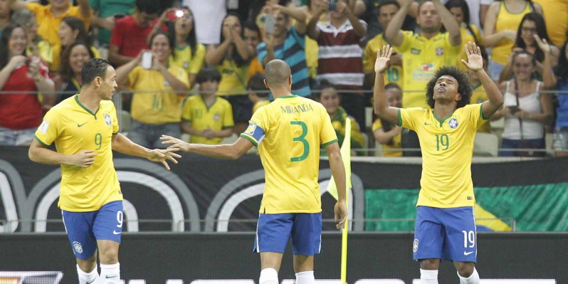 No último jogo da Seleção masculina profissional em Fortaleza, Brasil bateu a Venezuela por 3 a 1, com dois gols de Willian (Foto: CBF/Divulgação) .