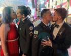 Beijo gay em formatura de PMs causa polêmica e MP investiga homofobia