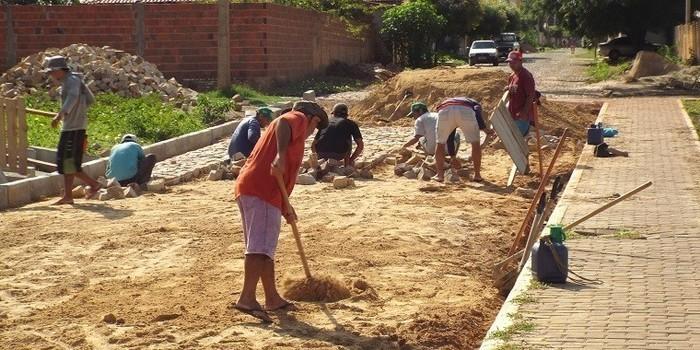 Prefeitura dá início a construção de calçamento na Rua Boa Vista