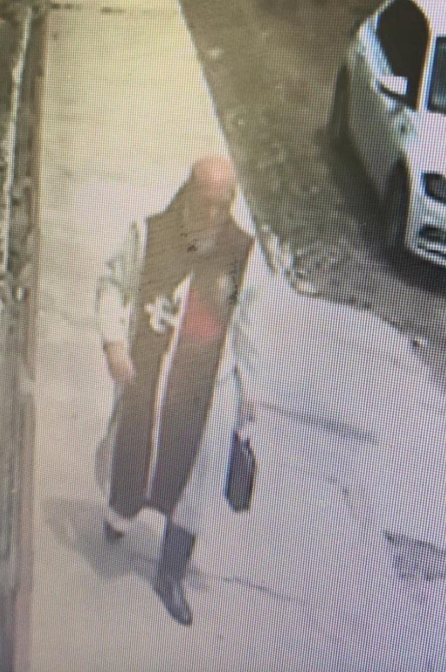 """Suposto padre vestido de """"Arautos do Evangelho"""" assusta moradores em Teresina 2"""