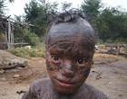 """Menino indiano de 10 anos  é chamado de """"cobra humana"""""""