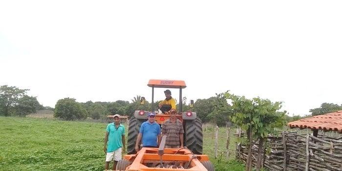 Agricultores familiares de Jatobá do Piauí recebem incentivos do poder público municipal