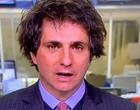 Jornalista surge descabelado ao vivo em transmissão e culpa gelo seco