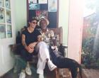 Namorada de Camila Pitanga posta foto em companhia do sogro