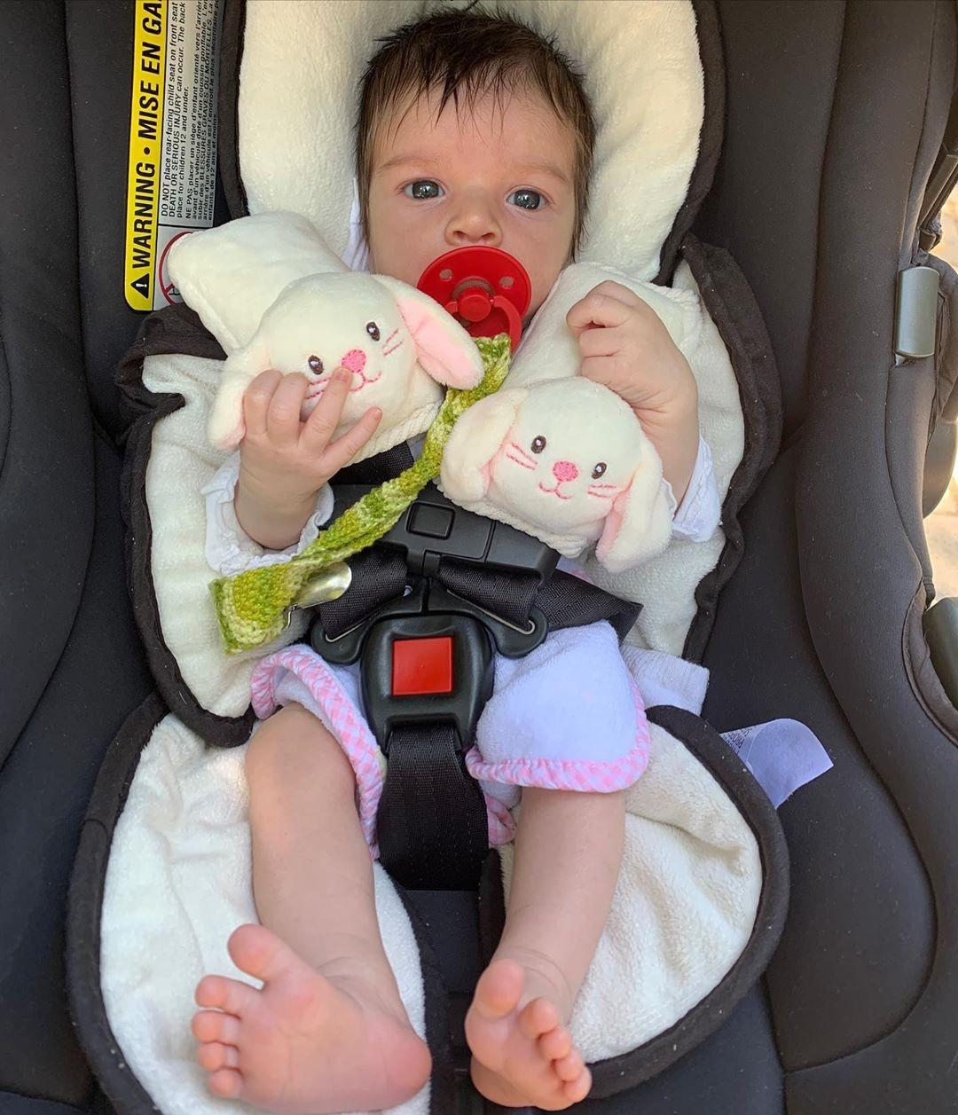 Laura Neiva mostra rostinho da filha para comemorar primeiro mês - Imagem 1