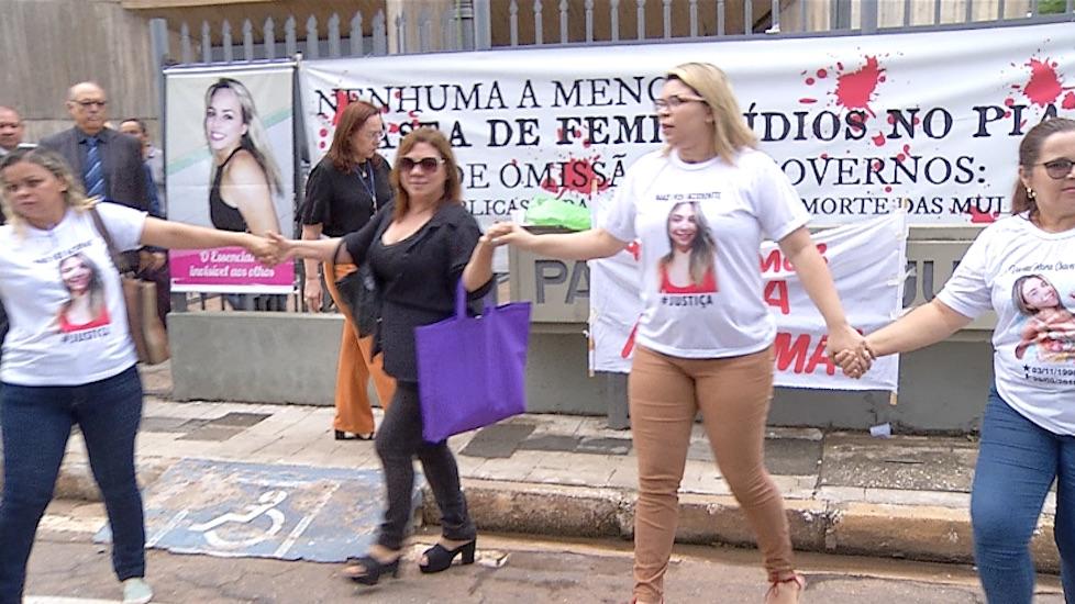 Soltura de dois feminicidas causa protesto em Teresina - Imagem 5