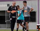 Tiago Nunes confirma Danilo Avelar como zagueiro no Corinthians