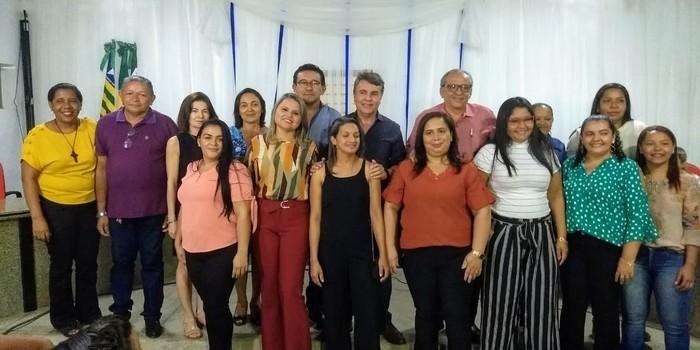 Empossados novos conselheiros tutelar de Monsenhor Gil com a presença de familiares e lideranças políticas