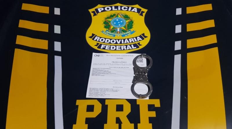 Foragido da Justiça do Piuaí foi preso pela PRF em veículo (Divulgação)