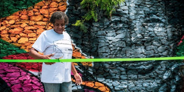 Ex-atleta de 83 anos ganha mural de 30 metros
