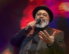 Músico Jorge Aragão de 71 anos é internado em UTI com Covid-19