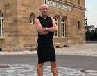 Engenheiro de 61 anos viraliza por usar saia e salto no seu dia a dia