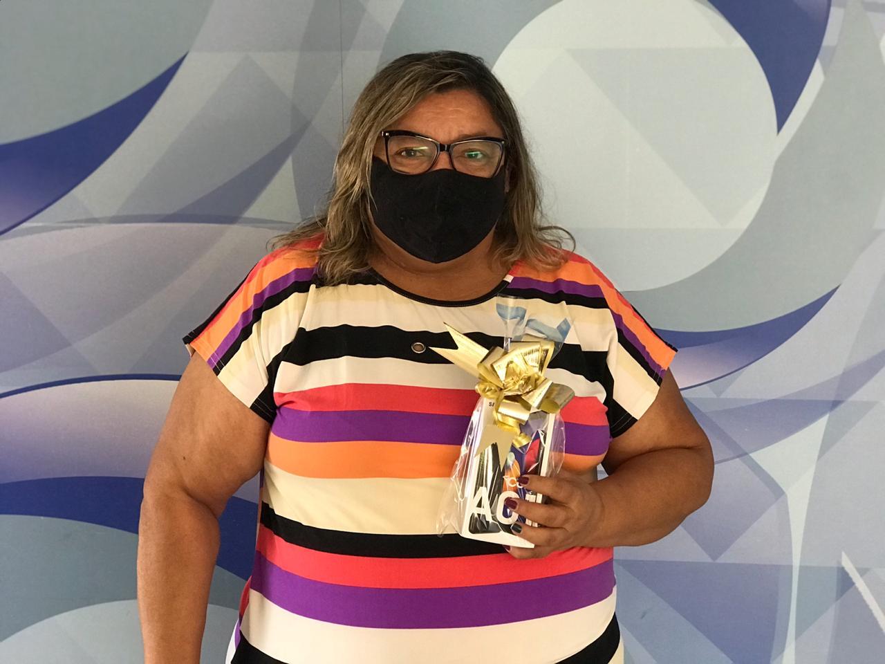 Maria do Carmo ganhou smartphone no Assine Ganhe