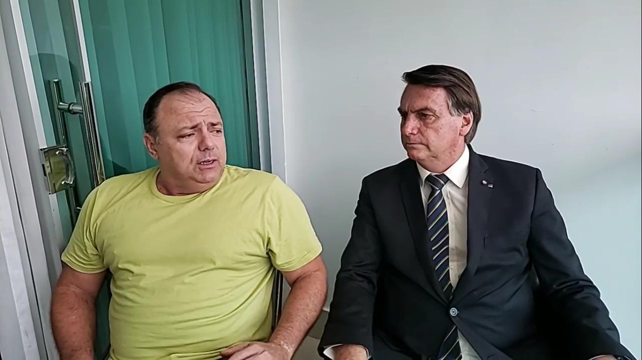 Eduardo Pazuello e Jair Bolsonaro em live