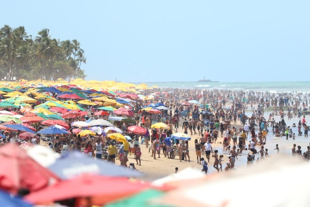 Praias da Grande Recife ficaram lotadas no feridado de 9 de setembro - Foto: Marlon Costa/Pernambuco Press