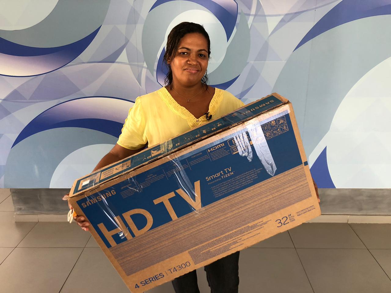 Assine Ganhe: Moradora de José de Freitas recebe SmartTV no Grupo MN - Imagem 1