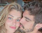 """Grazi Massafera deixa um recado no pneu de Caio Castro: """"Te amo"""""""