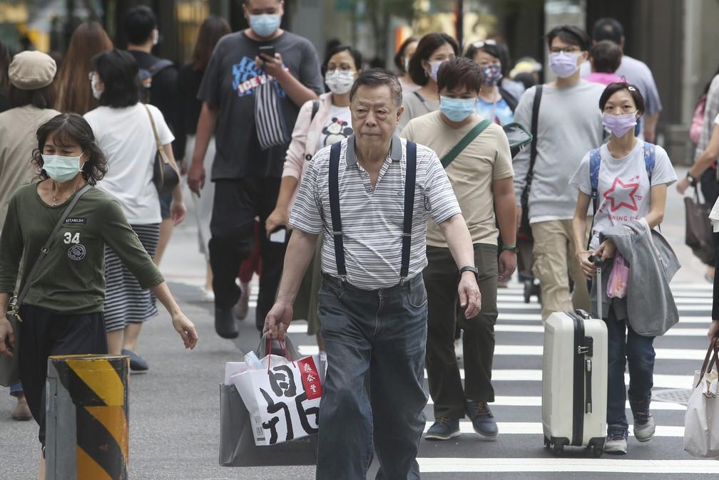 Pessoas usam máscara de proteção para a Covid-19 em Taipei, Taiwan, em foto de 29 de outubro