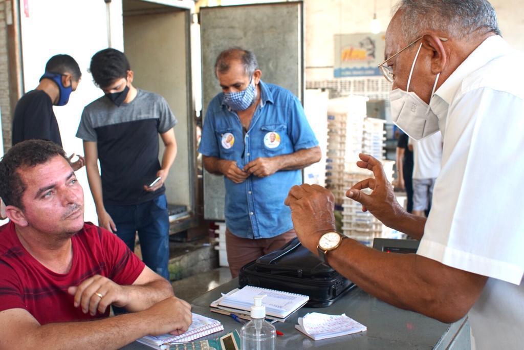 Dr. Pessoa conversa com a população (Foto: assessoria)