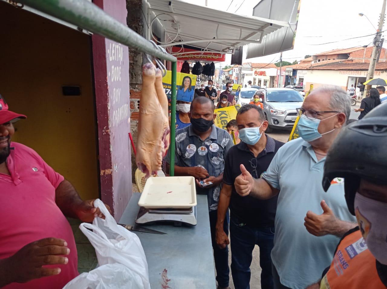 O candidato do PSDB à Prefeitura de Teresina, Kleber Montezuma fez caminhada nas ruas de Teresina