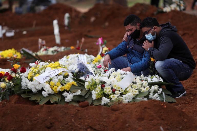 Covid-19: Brasil tem 544 novas mortes em 24h; óbitos chegam a 163.373 - Imagem 1