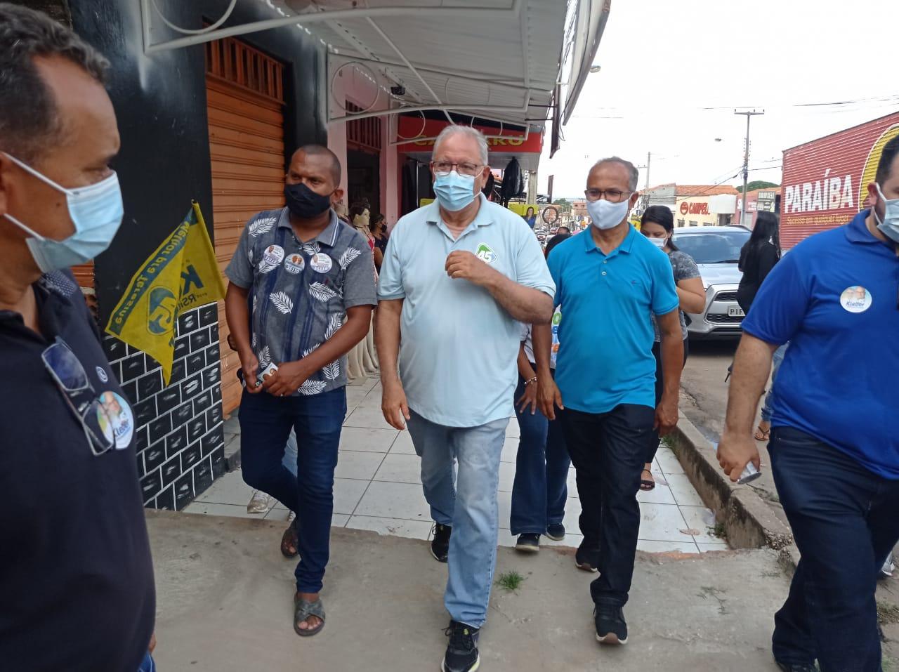 O candidato do PSDB à Prefeitura de Teresina, Kleber Montezuma fez caminhada