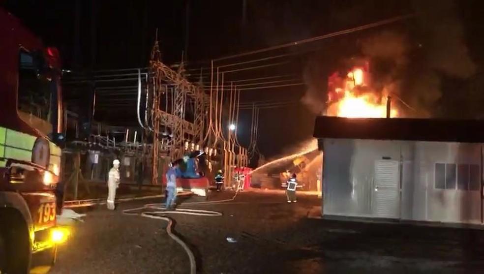Incêndio atingiu subestação de energia durante chuva na Zona Norte de Macapá — Foto: Reprodução