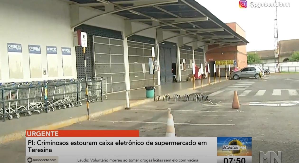 Bando arromba caixas eletrônicos de supermercado na Leste de Teresina - Imagem 1
