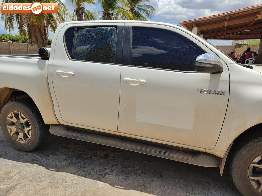 Carro do prefeito de Alegrete do Piauí sofreu um atentado