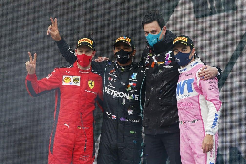 Vettel, Hamilton, Wolff e Pérez no pódio de Istambul — Foto: Getty Images