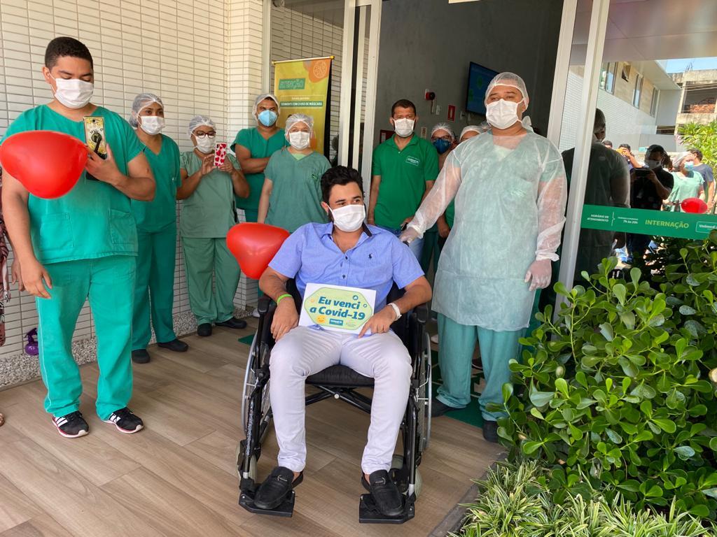 Cantor Álvaro Pajeú ganha festa surpresa ao vencer a Covid em Teresina - Imagem 2