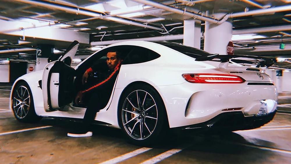 Mercedes AMG GTR de Lewis Hamilton aparece muitos nos redes sociais