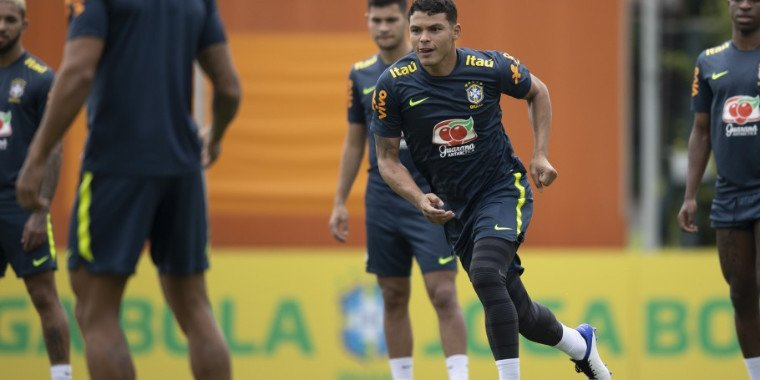 Seleção Brasileira faz último treino antes de viagem para o Uruguai