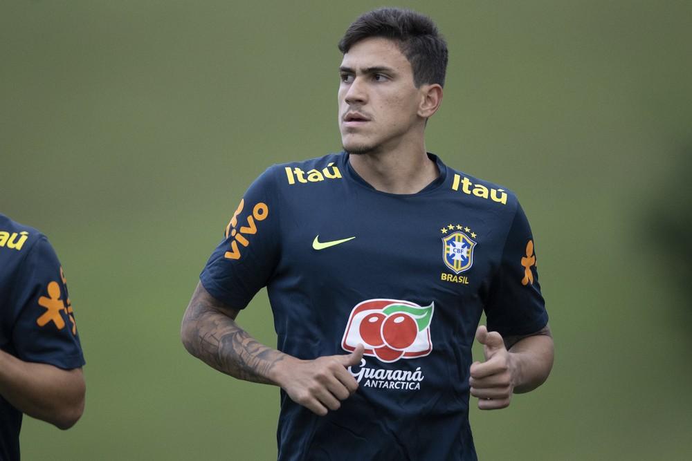 Pedro, atacante do Flamengo, sentiu dores no músculo adutor da coxa e foi cortado da seleção