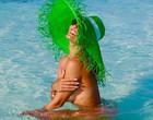 Juliana Paes posa de topless nas Ilhas Maldivas