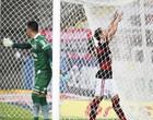 Flamengo vence o Coritiba e assume a liderança do Brasileirão